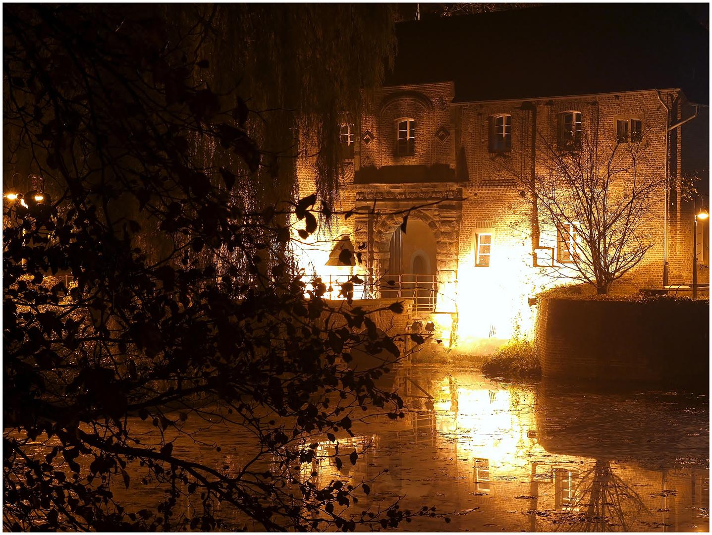 Schloss Rheydt bei Nacht
