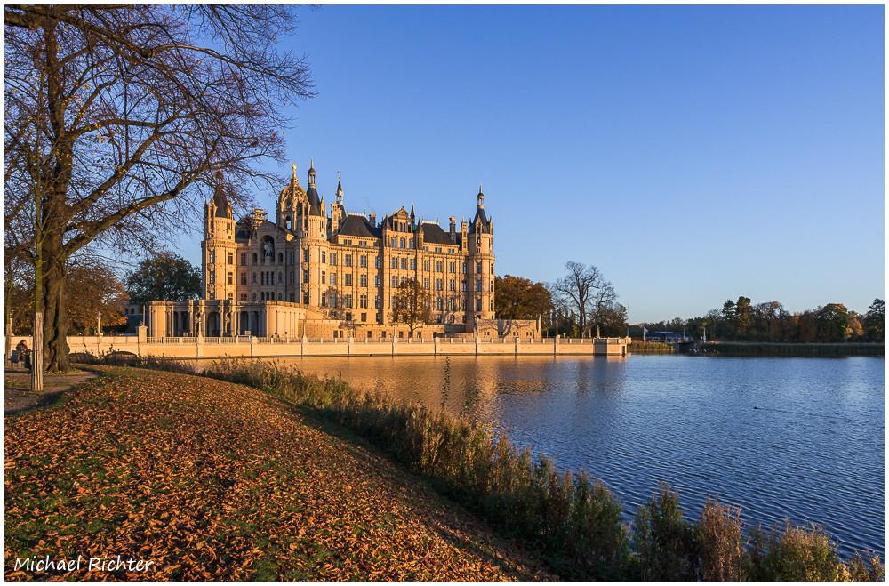 Schloss Schwerin im Herbst Foto & Bild   deutschland, europe ...