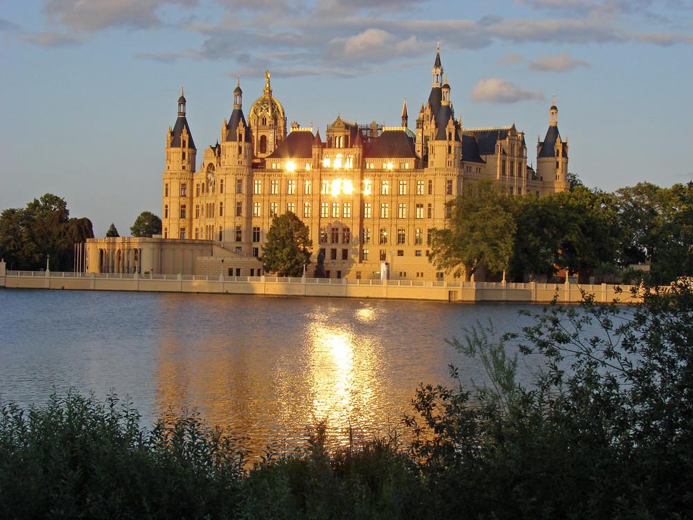 Schloss Schwerin in der Abendsonne