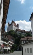 Schloß Thun mit Rathausplatz