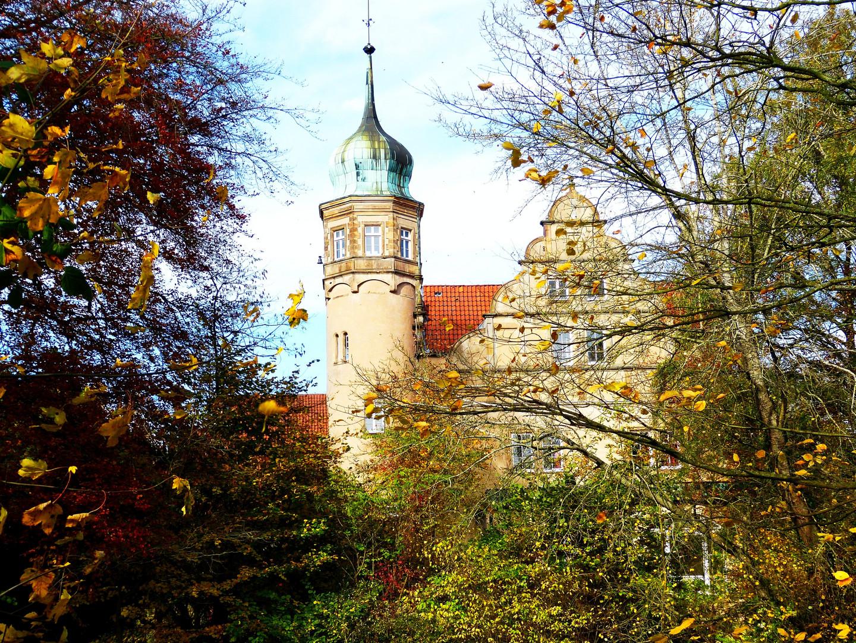 Schloß Ulenburg in schönsten Herbstfarben
