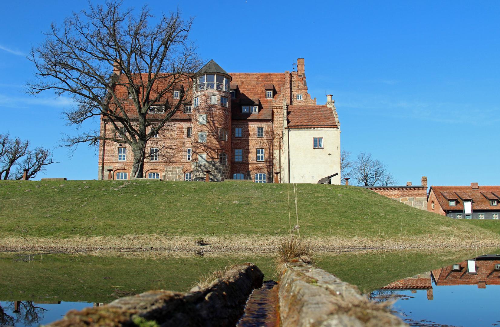 Schloss Ulrichshusen in der Märzsonne