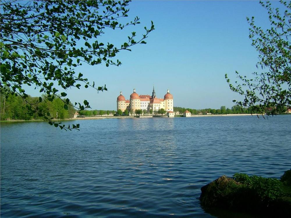 Schloß und Teich