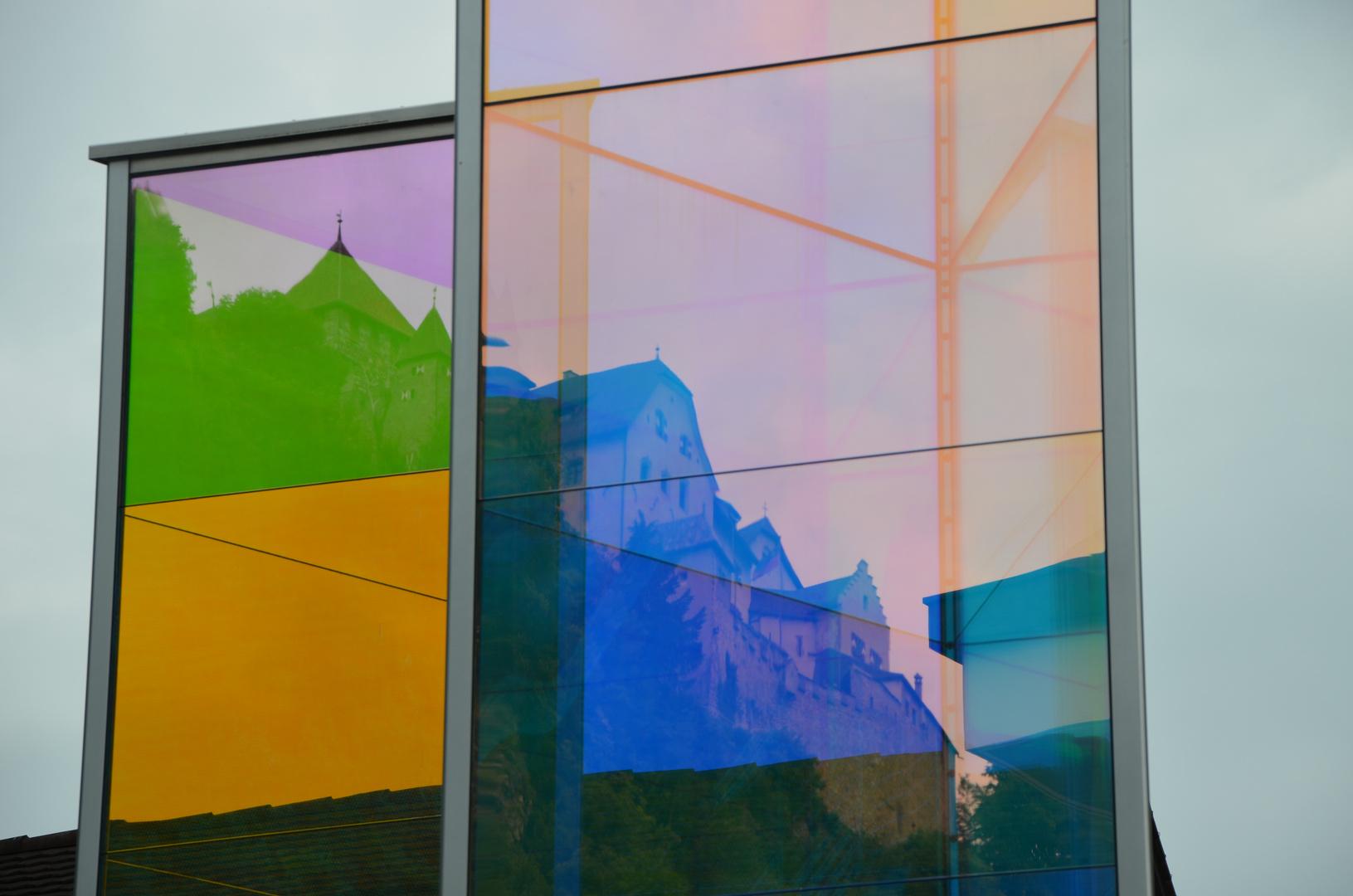 Schloss Vaduz im Spiegelbild der Moderne