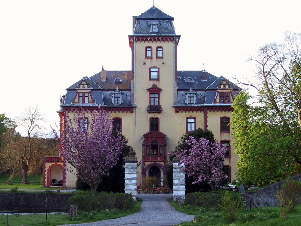 Schloß Wachendorf am frühen Morgen des 1. Mai 2008