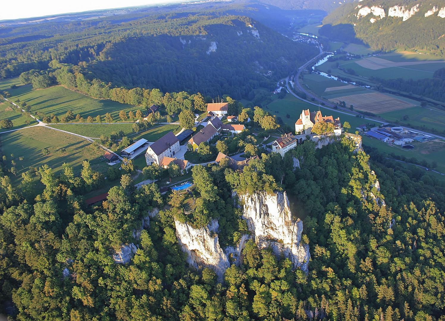 Schloß Werenwag hoch überm Donautal