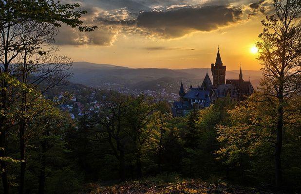 Schloss Wernigerode mit Blick zum Brocken