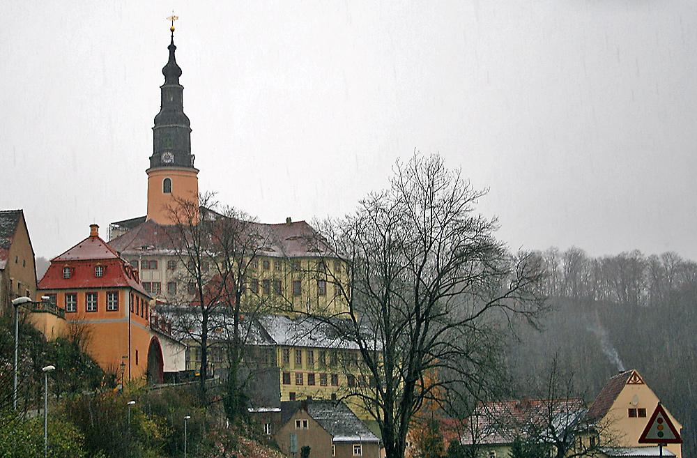Schloß Wesenstein am Morgen des 11.11. 07 bei Schneefall
