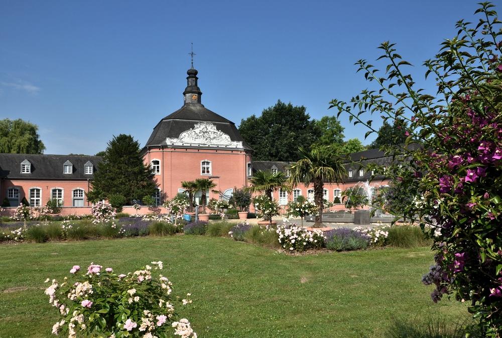 Schloss Wickrath.........