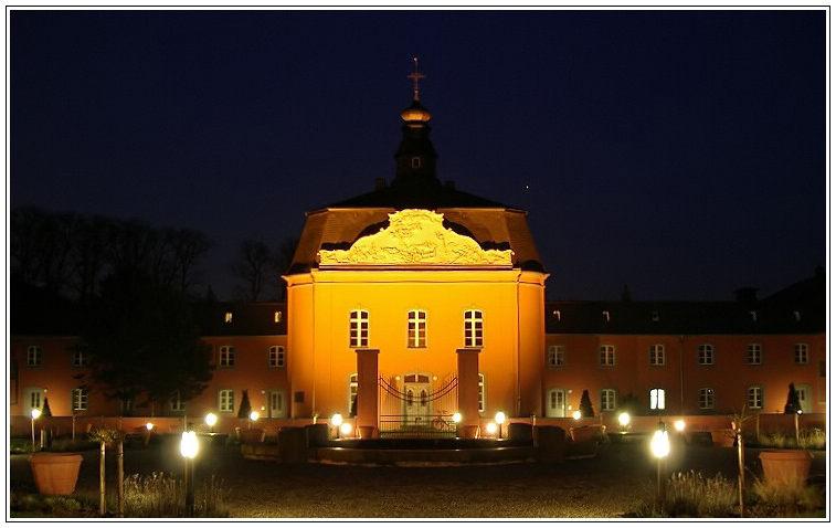Schloß Wickrath bei Nacht
