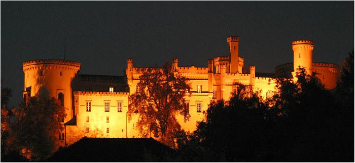 Schloss Wolfsberg bei Nacht