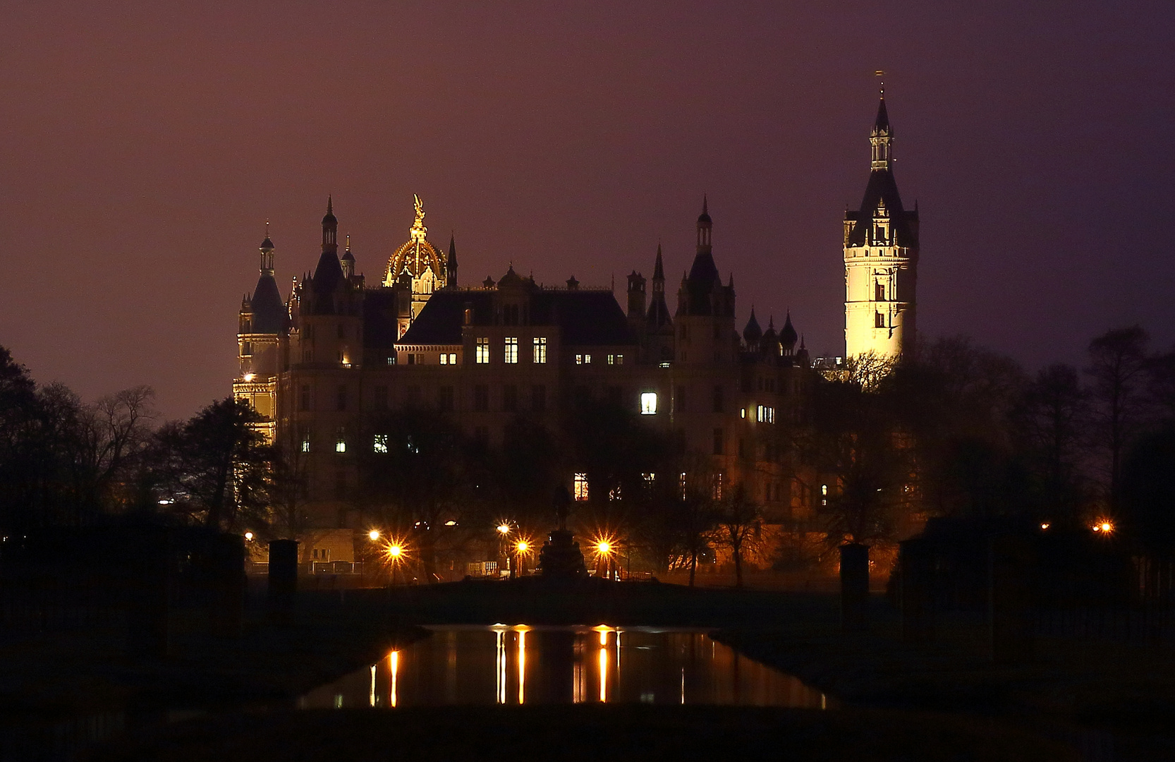 Schloßansicht bei Nacht (Schwerin)
