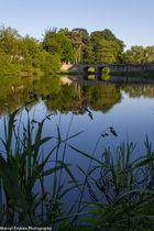Schlossbrücke am See