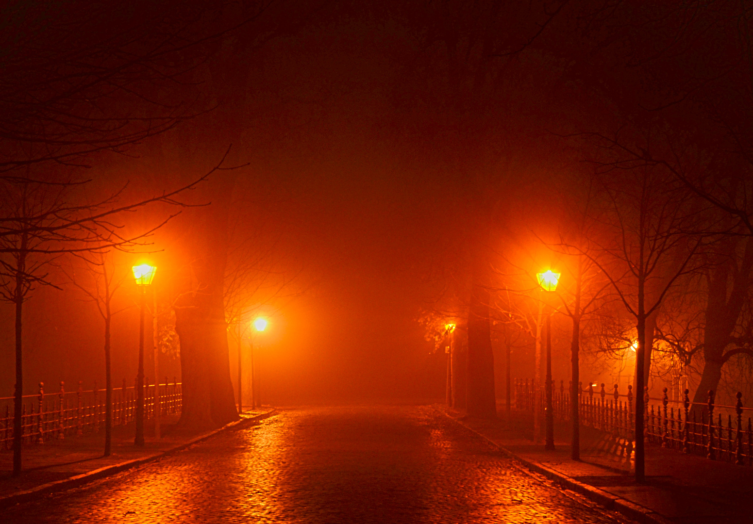Schloßbrücke im Nebel