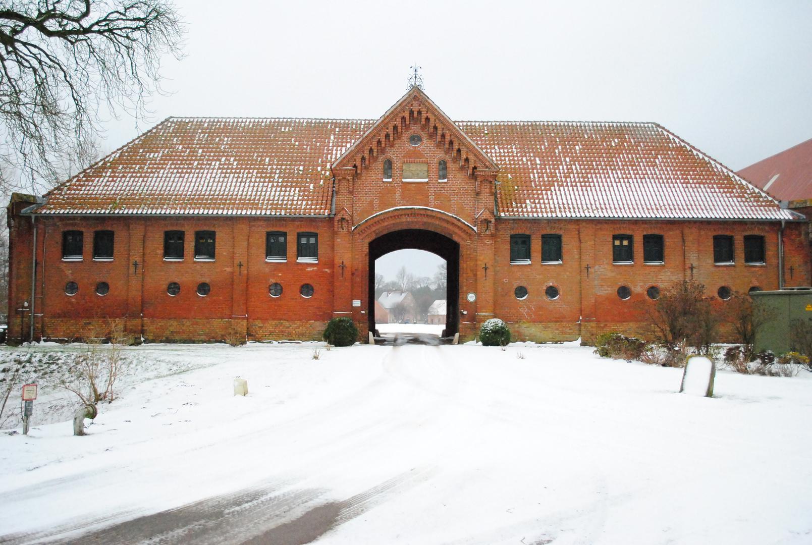 Schlosseinfahrt Gut Neuhaus