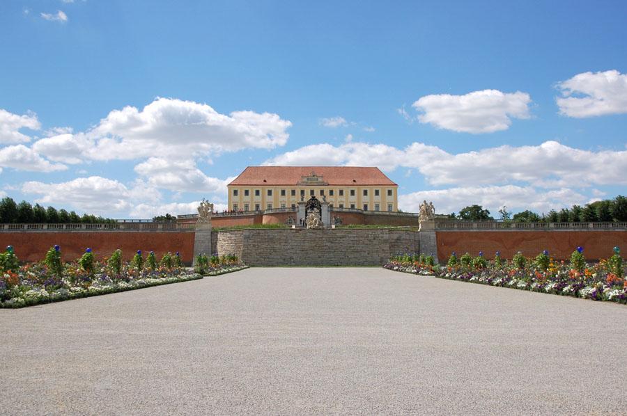 Schloßhof ... vom Garten gesehen