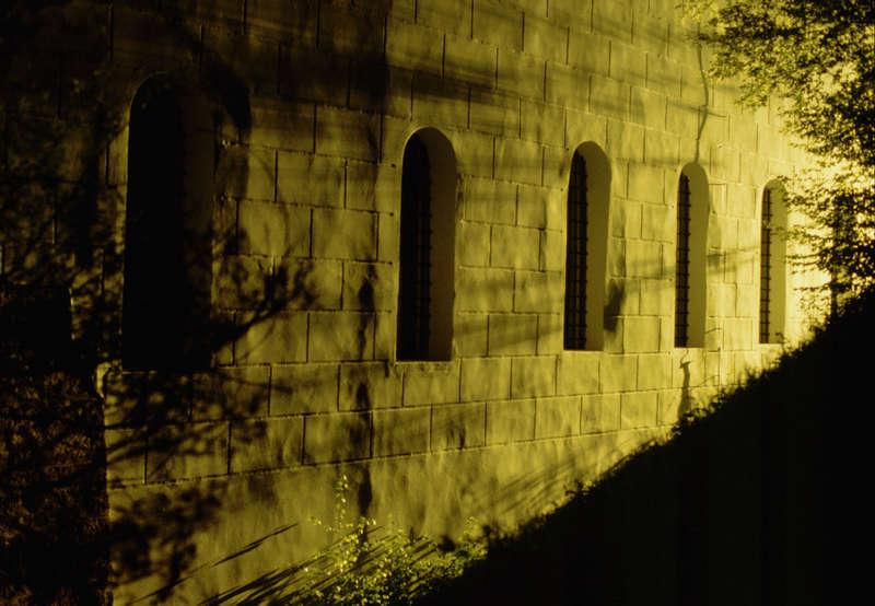 Schlossmauer um 1 Uhr Nachts