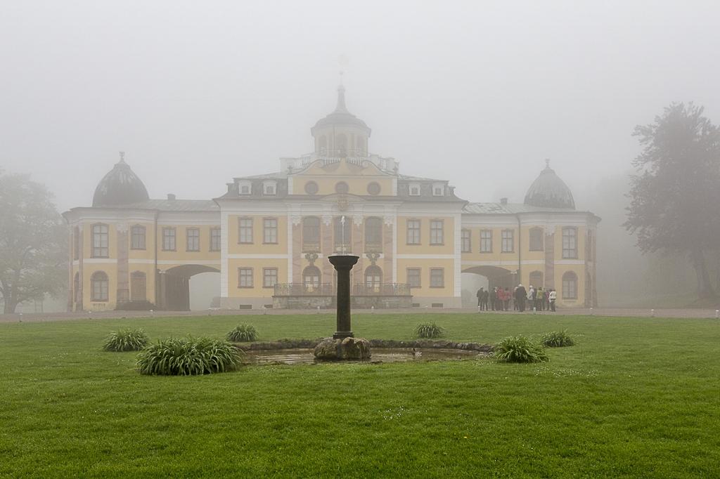 Schlosspark im Frühnebel