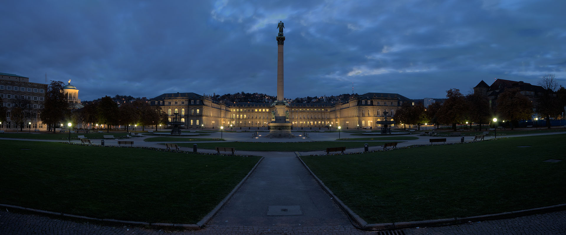 Schlossplatz am Morgen