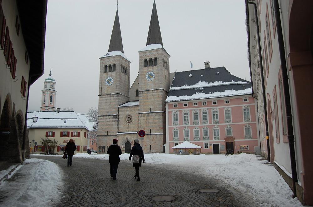 Schlossplatz und Stiftskirche in Berchtesgaden