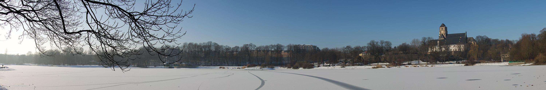 Schlossteich mit Schlosskirche