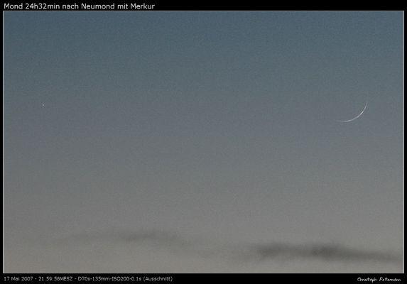 Schmale Mondsichel mit Merkur