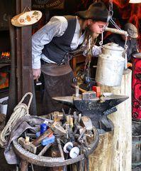 Schmied auf dem Weihnachtsmarkt