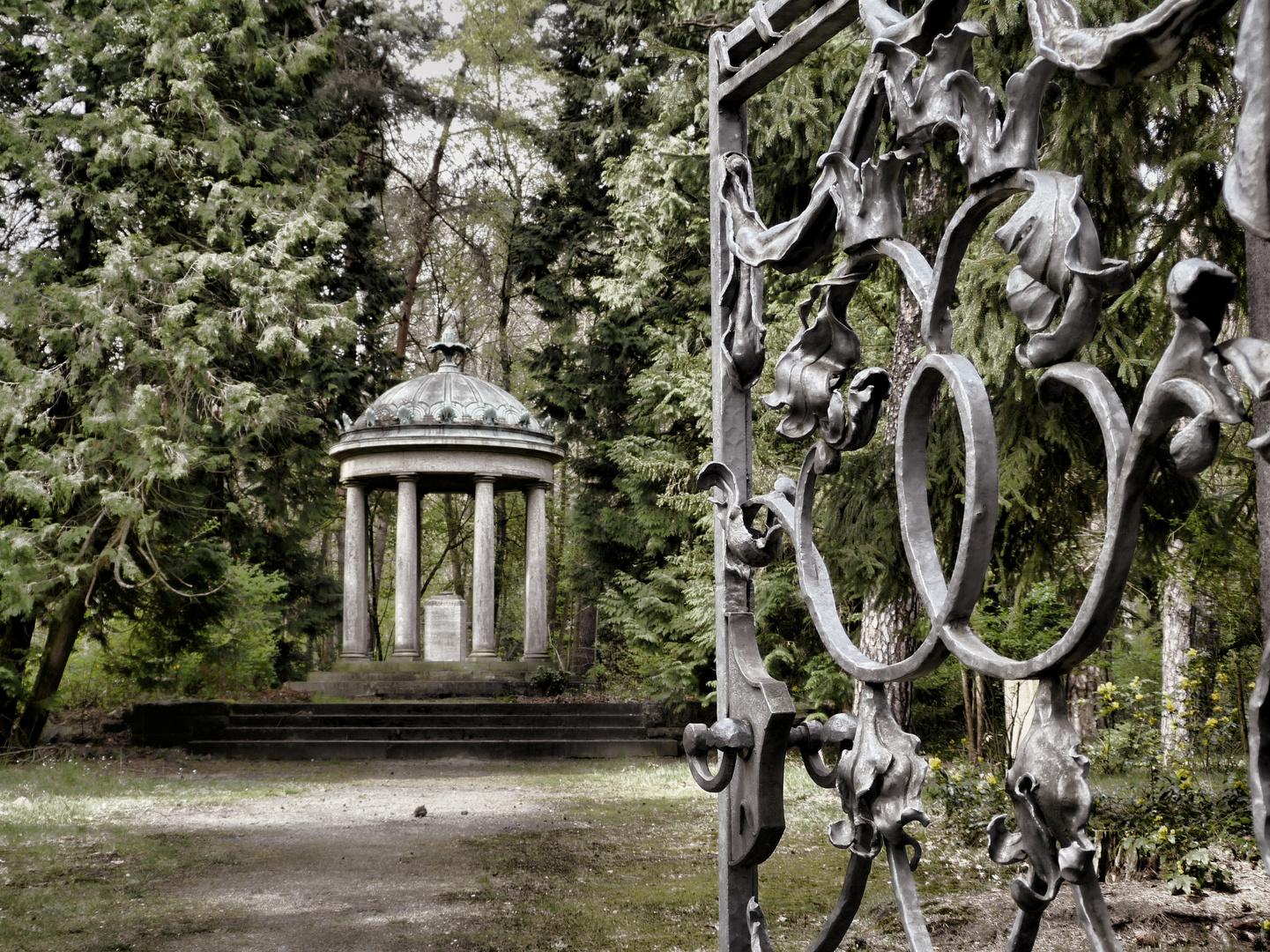 Schmiedeeisernes Eingangstor zum Schwedenblock