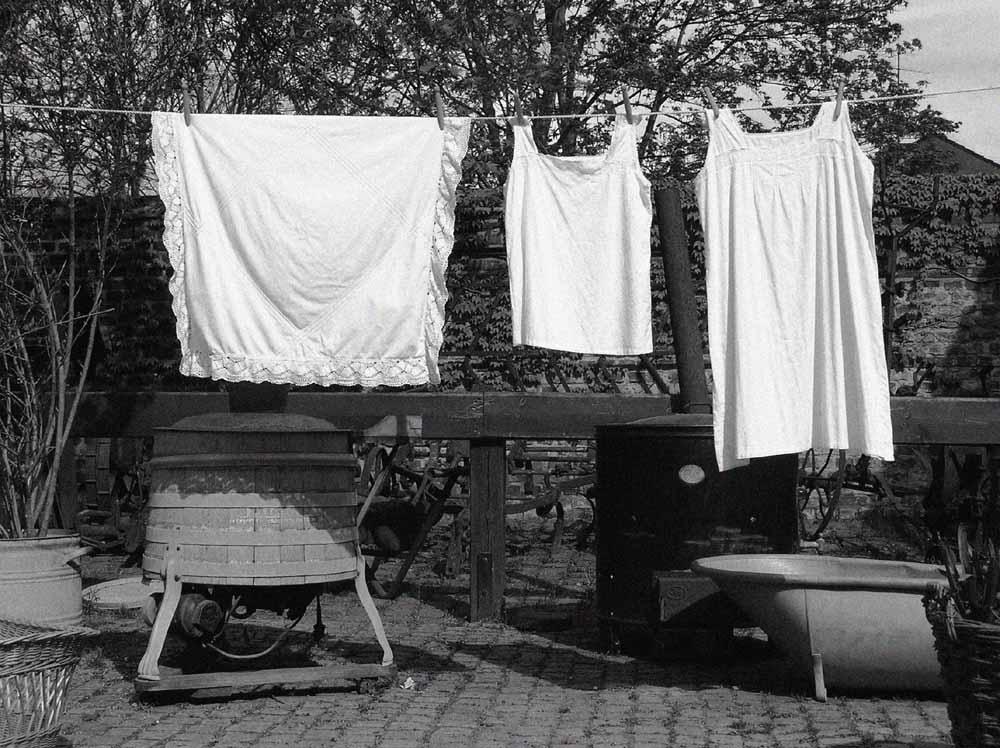 schmutzige w sche waschen foto bild stillleben zuf llige arrangements motive bilder auf. Black Bedroom Furniture Sets. Home Design Ideas
