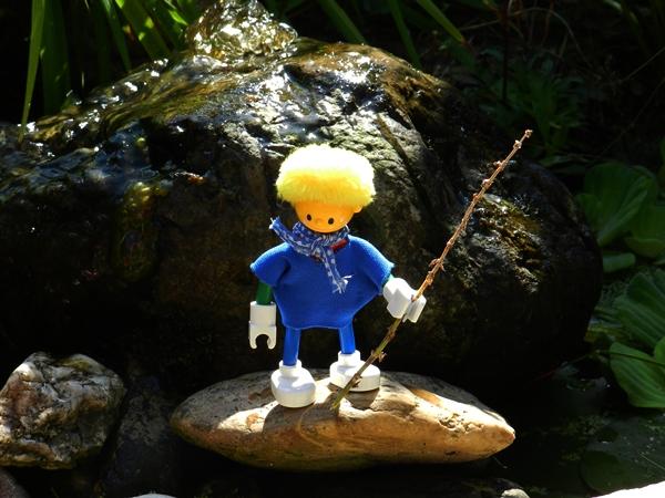Schna erkundet den Urwald