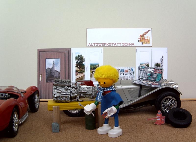 Schna in der Autowerkstatt