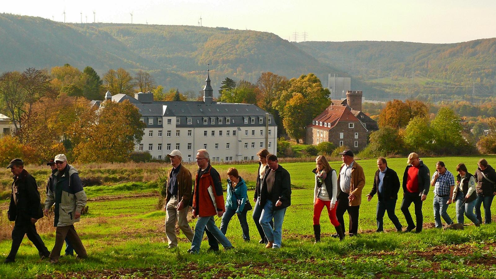 Schnatgang in der Feldmark von Herstelle (NRW, Gemeinde Beverungen) Weserbergland