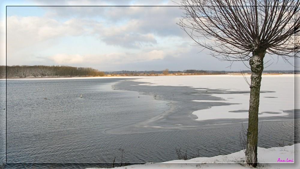 Schnee am Binnenwasser