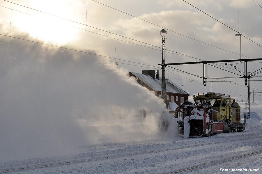 Schnee schleudernde Schneeschleuder