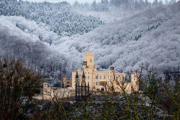Schnee über dem Schloss