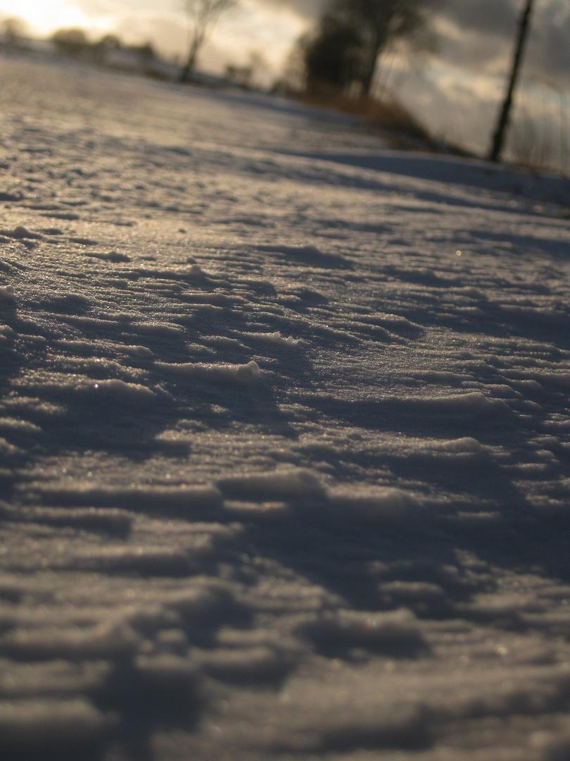 (Schnee-) Wehen