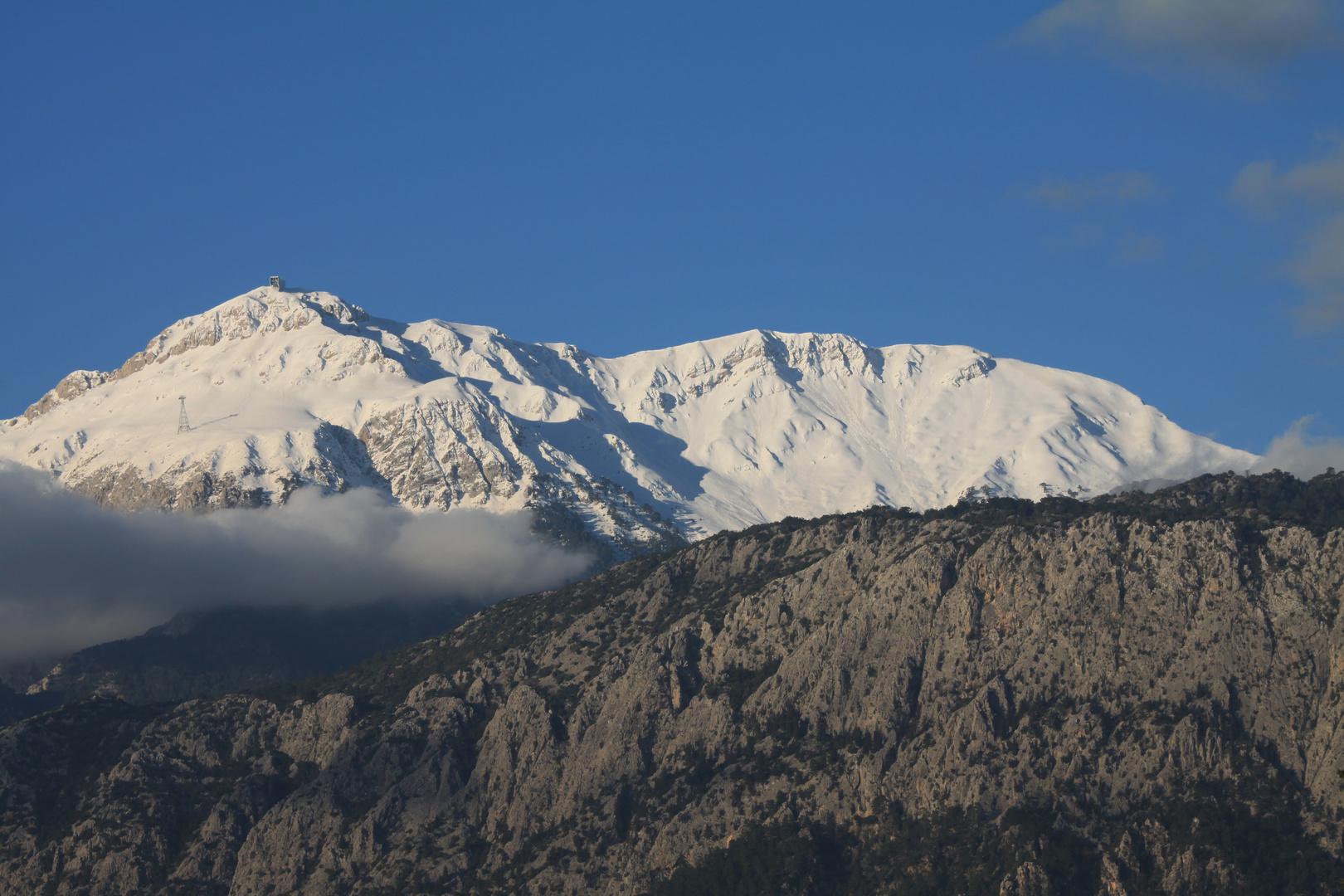 Schneebedeckte Gipfel des Taurusgebirge