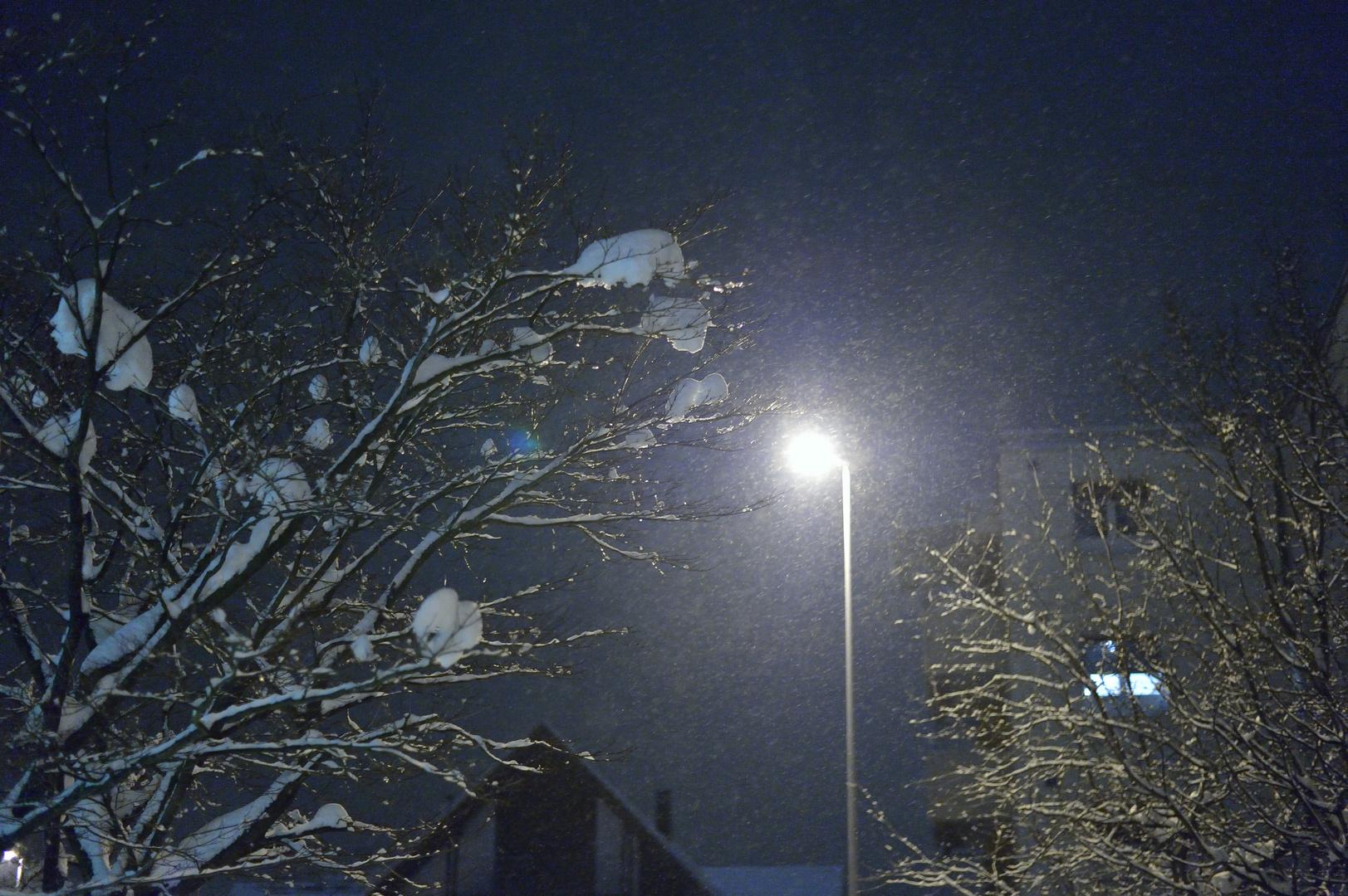 Schneefall am frühen Morgen