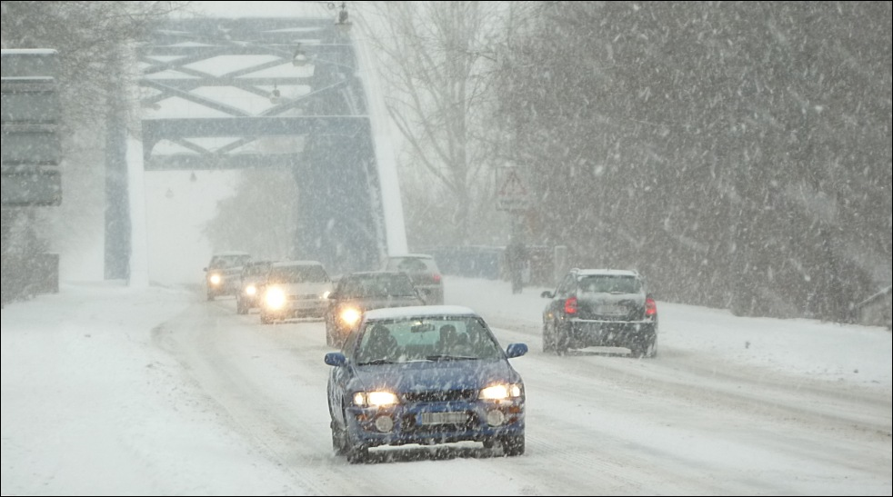 Schneefall Weserbrücke