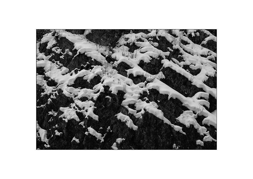 Schneefelsen