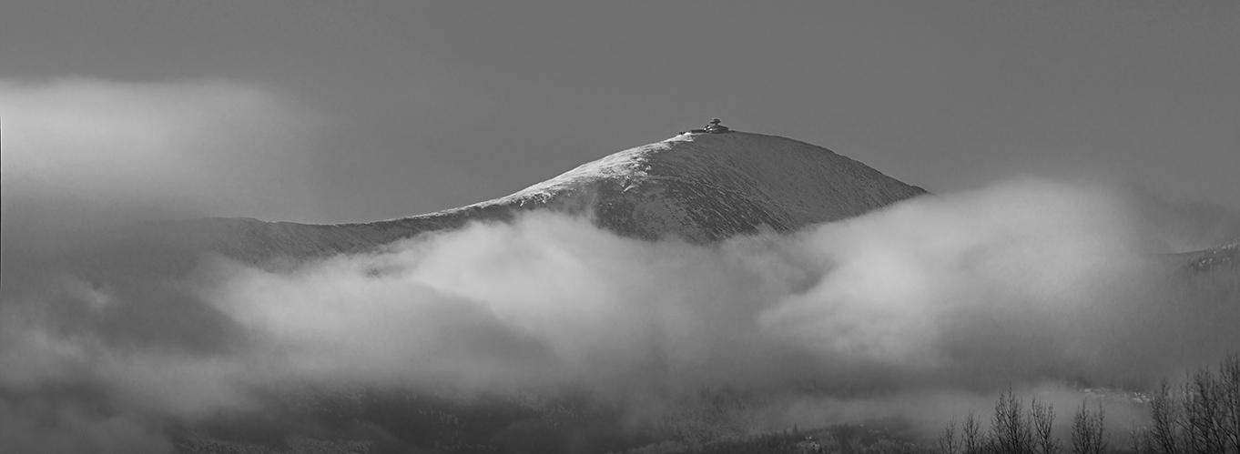 Schneekoppe in Nebelschwaden.