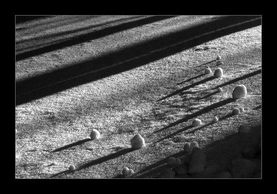 Schneekügelchen mit Schatten, Irgendwo 2000