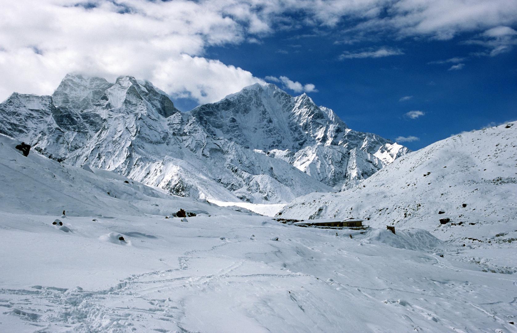 Schneelandschaft bei Pheriche (4240m)