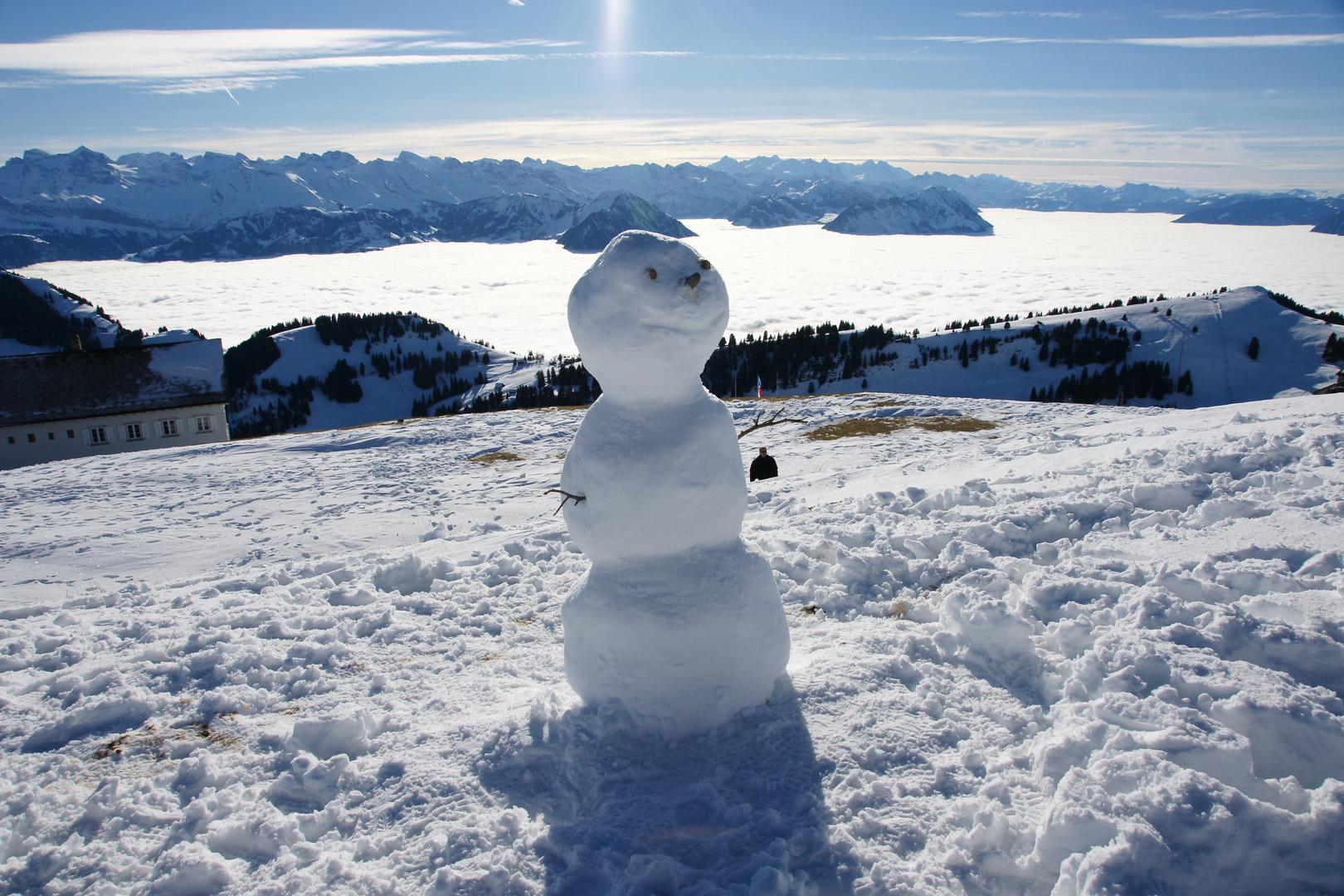 Schneemann in luftiger Höhe