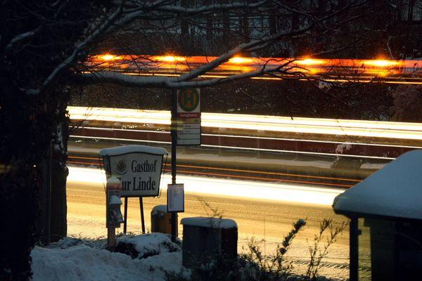 Schneepflug bei Nacht