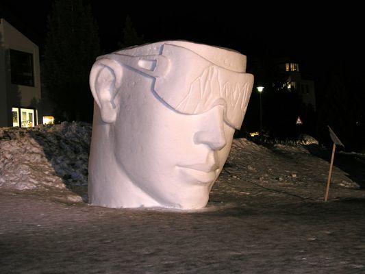 Schneeskulptur, ganz cool