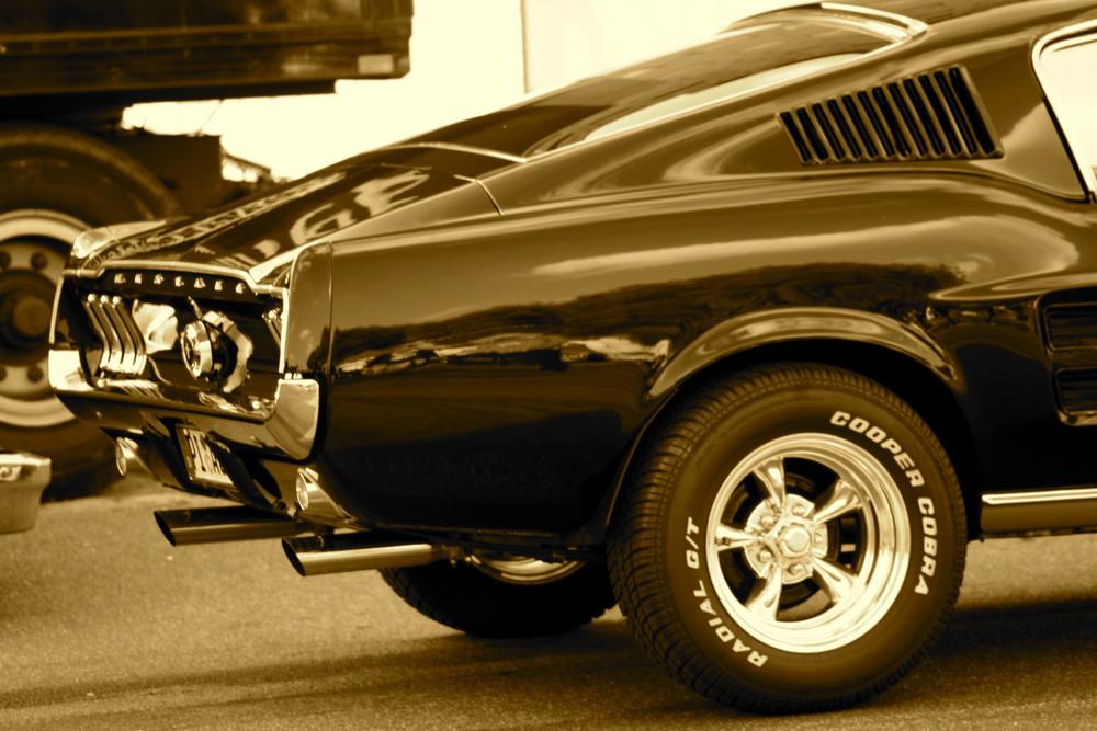 schnelle autos sieht man meistens nur von hinten und der seite foto bild autos. Black Bedroom Furniture Sets. Home Design Ideas