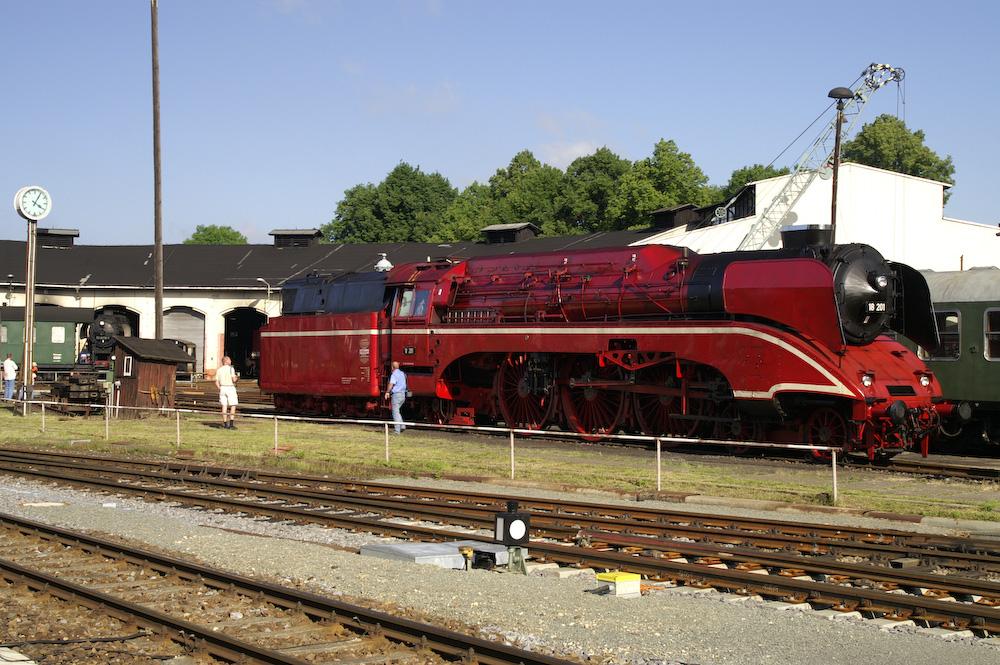 Schnellzugdampflokomotive 18201 im Bahnbetriebswerk Nossen