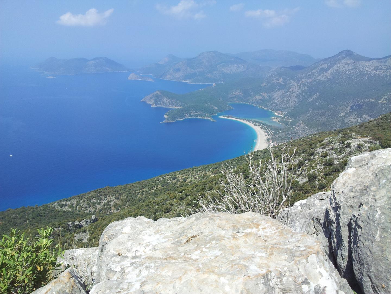 Schöne Aussichten aus einem Berg