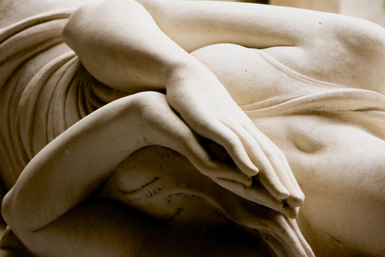 schöne Brust Granaten Foto & Bild   grab, friedhof, engel